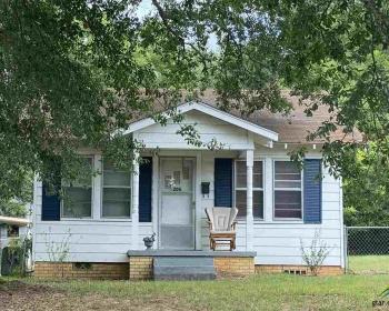 206 Raymond St., Henderson, Texas 75652, 2 Bedrooms Bedrooms, ,1 BathroomBathrooms,Single Family Detached,For Sale,Raymond St.,10125189